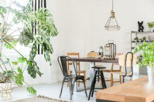 Chaise au style industriel pour mieux décorer le salon